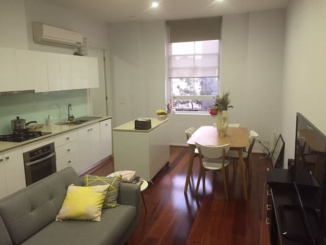 Great Building - Awesome Apartment - Abbotsford - Apartment