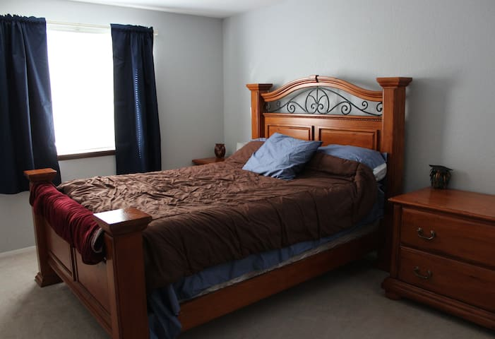 Queen Bed and Full bath - Enumclaw - House