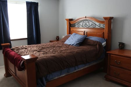 Queen Bed and Full bath - Enumclaw - Talo