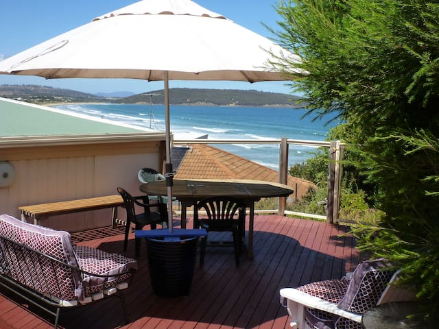 Private studio with deck, views, close 2 beach - Dodges Ferry - Bed & Breakfast