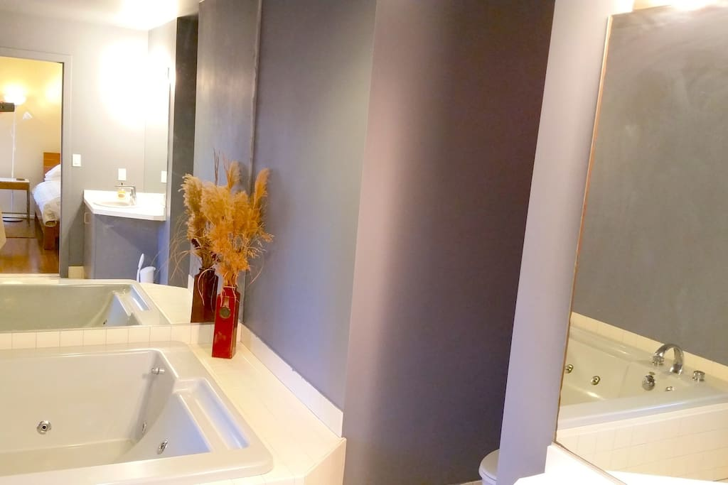 Your private bathroom with jacuzzi tub