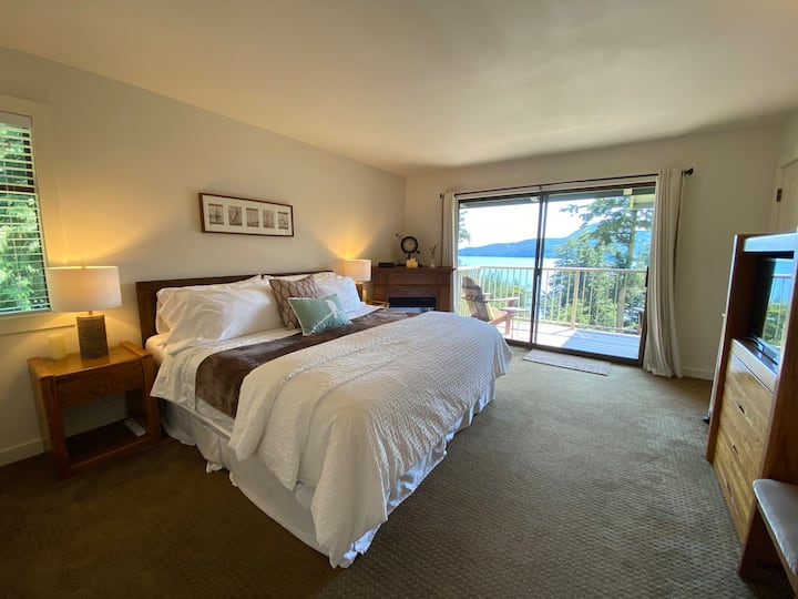 Rosario Condo with a View/King Bed