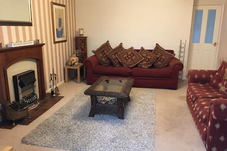2 Bed Bungalow in Village Location - Edlesborough