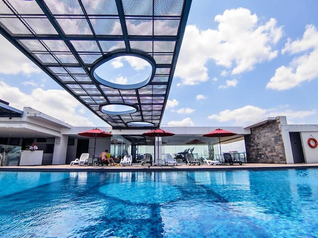 Hotel Suites & Infinity Pool in City Center #6