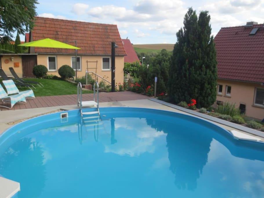 Der Pool im Garten kann auch  von unseren Gästen benutzt werden.