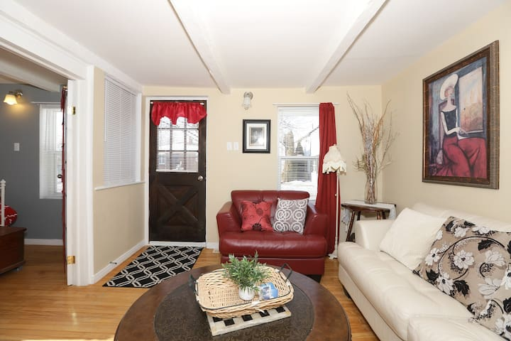 Amherstburg! 4 BED Historic Home-The Simpson House