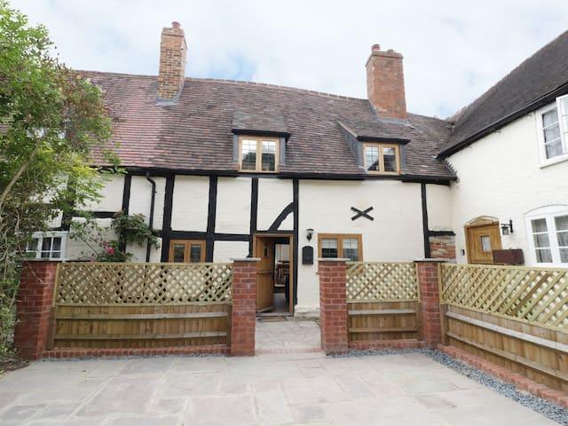 500 year old cottage in Stratford upon Avon