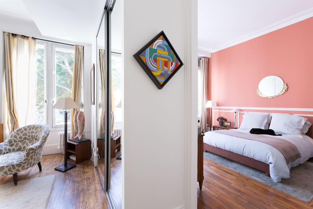 Double fenêtre dans salon et chambre
