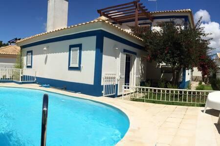 Blue House - Rumah