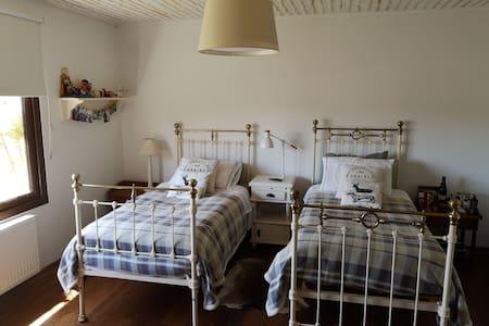 Habitación doble en casa de campo, baño privado