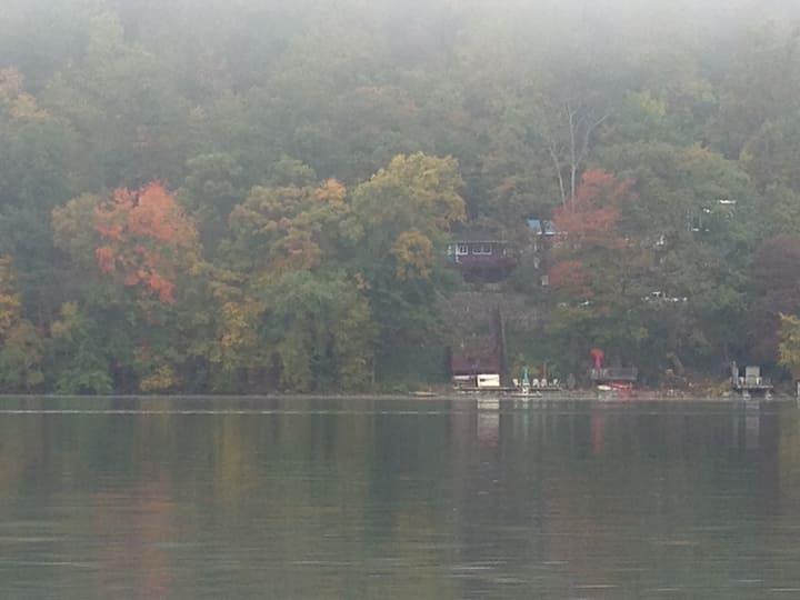 Charming lake house $280.00 per night