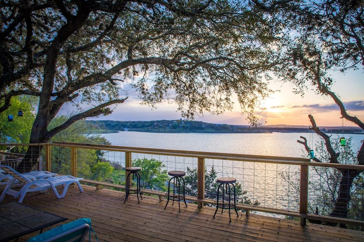 Cliff House at Canyon Lake- Newly remodeled and furnished waterfront home