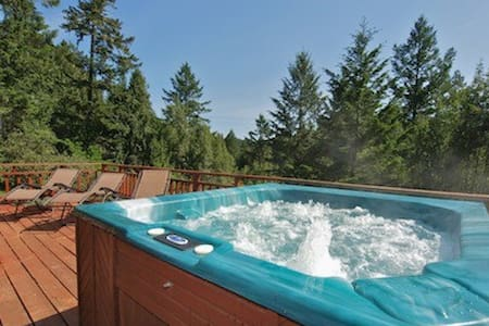 Hummingbird House! Hot Tub! - Forestville - Hus