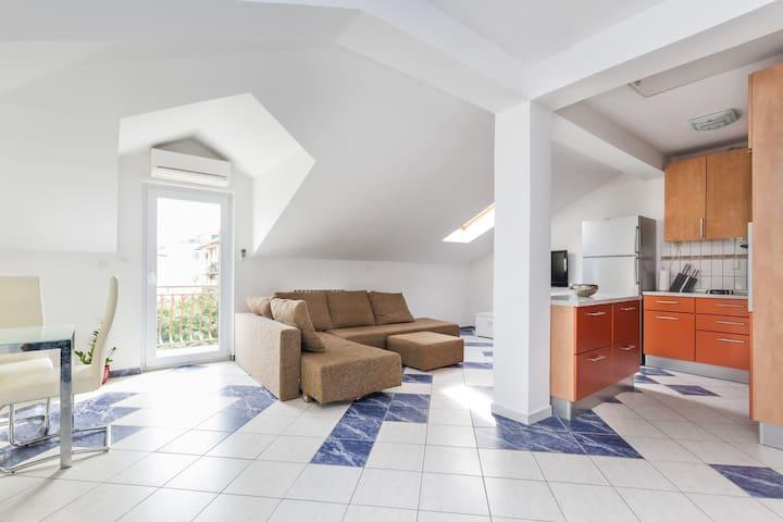 2 bedroom city beach apartment