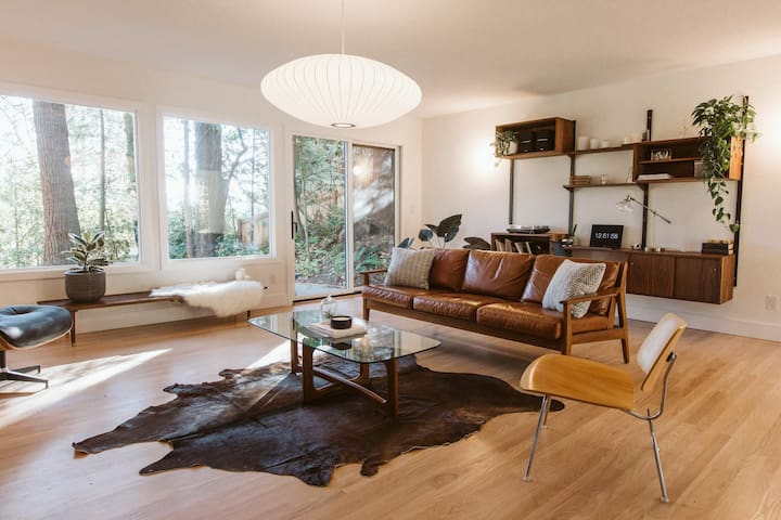 Mid-Century Beauty minutes from OHSU and Downtown!