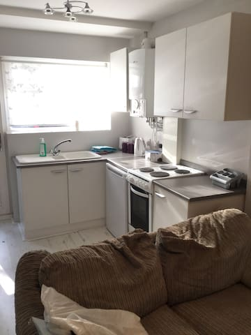 Self Contained 1 bedroom apartment - East grinstead