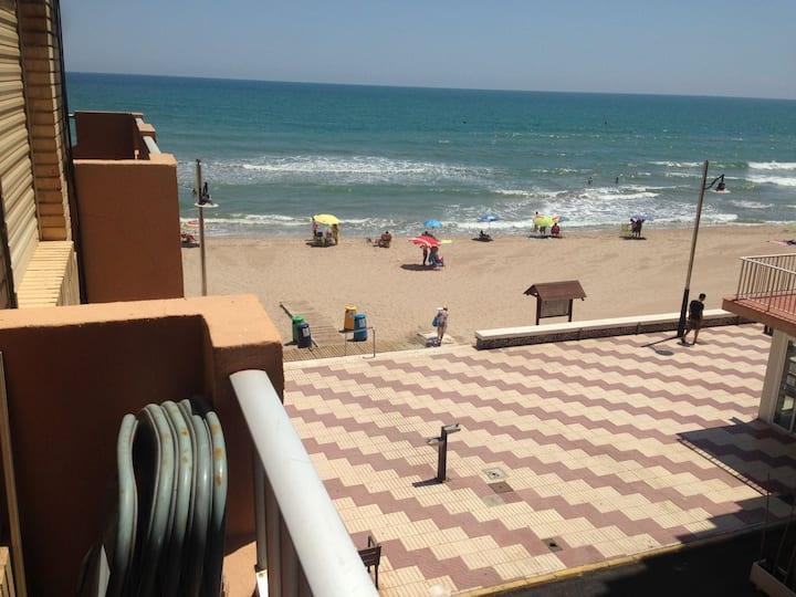 Apartamento Primera Línea de playa en El Perelló