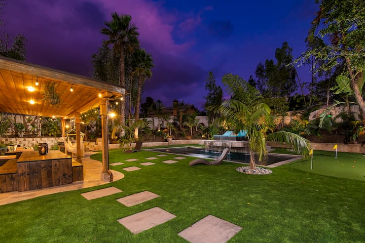 Perfectly Spotless Palm Canyon Paradise, Tropical Getaway in Vista!