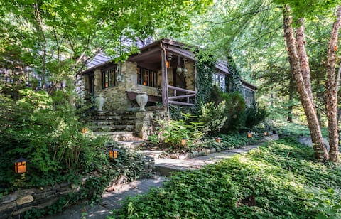 STEPPING STONES, Candlewood Lake Cottage 3BR 2BA