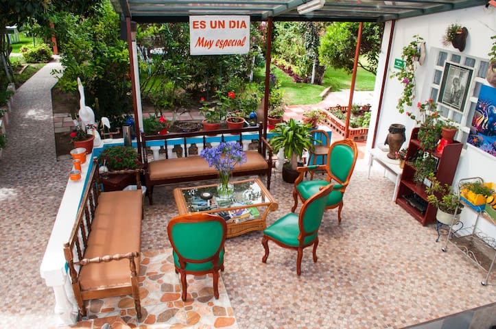 Hostel El Parque welcomes you - Quito - Bed & Breakfast
