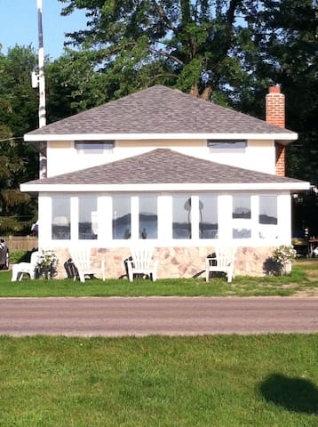 DEVILS LAKE COTTAGE FOR RENT