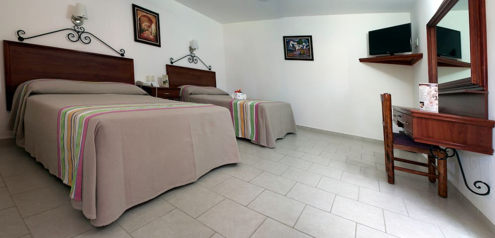 Los Olivos Spa - Room 5 with two double beds