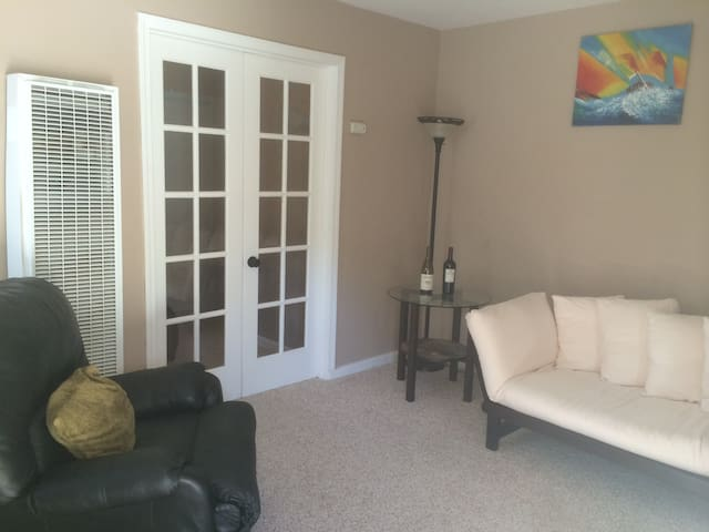 Cozy one bedroom home by downtown - Redlands