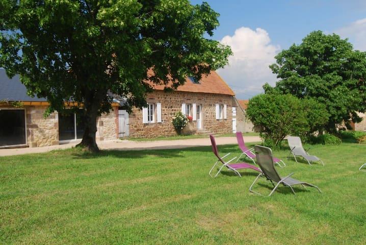 Gîte des Chambauds : Calme Nature Espace Détente - Le Donjon - Casa