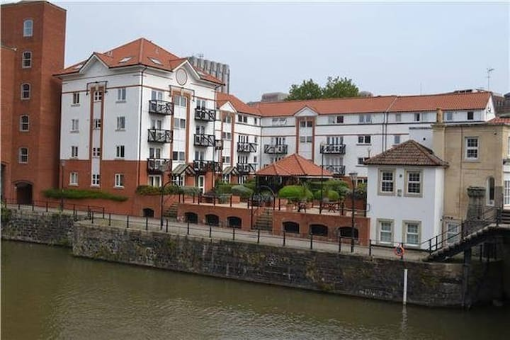 Central apartment with riverside views and parking - Bristol - Byt