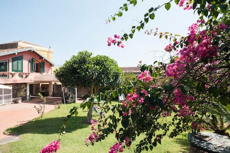 Villa with garden near sea. WI-Fi. - Acireale - Villa