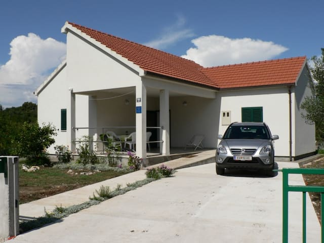 New, modern, spacious house for 6 near Dubrovnik - Janjina - House