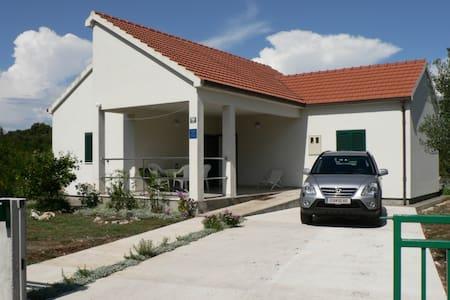 New, modern, spacious house for 6  - Sreser
