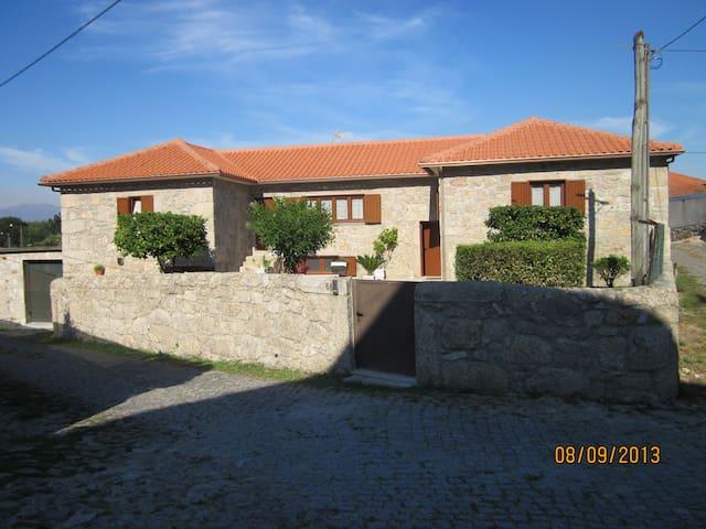 Casa da Avó - Caminhos de Santiago - Fonte de Cal e Monte - Semesterboende