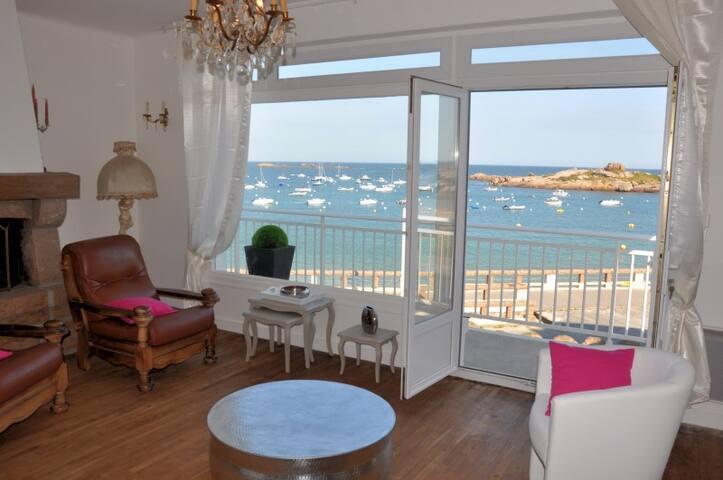 """Villa """"pieds dans l eau"""" - Trégastel - House"""