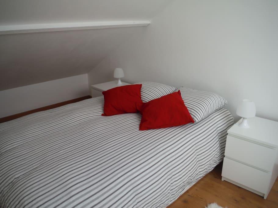 double lit avec tiroir s de rangement en dessous