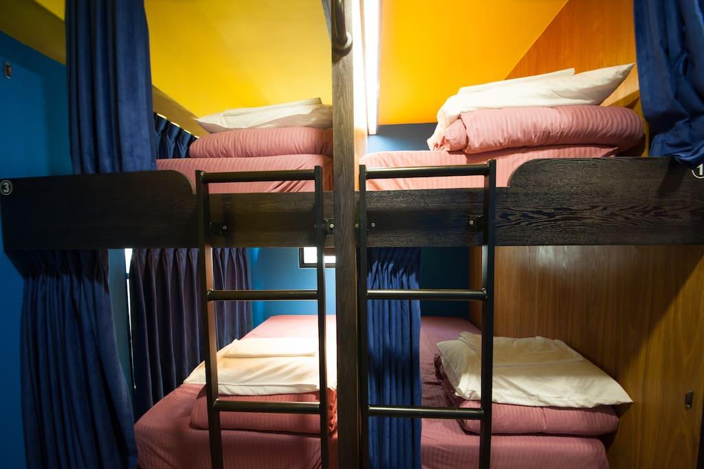 乾淨整潔的床,窩在裡面非常舒服喔