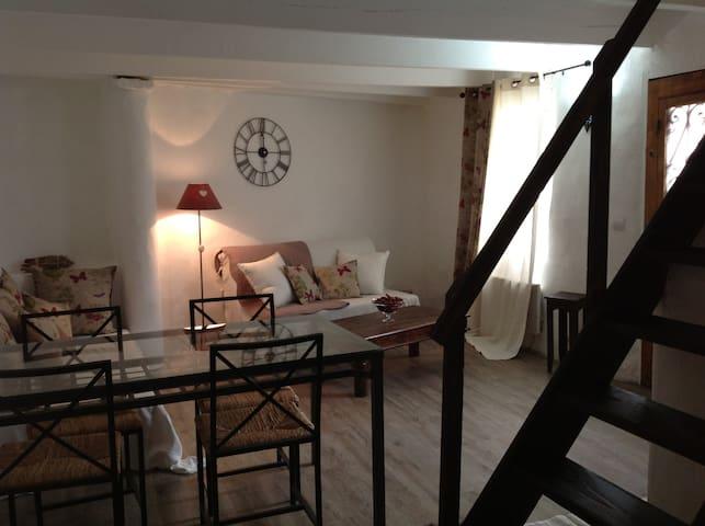 Loue maison de village provençale - Saint-Pierre-de-Vassols - Talo