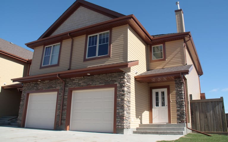 Executive Townhouse w/ Finished Basement & Garage