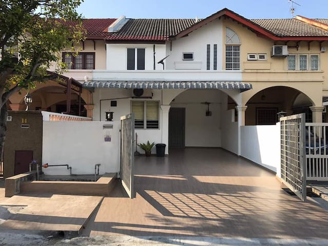 USJ 6 HOUSE 5 ROOMS, 9 PAX