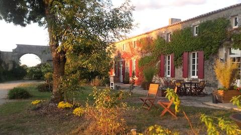 Logis de Bois Roche (Gironde-ra néző épület)