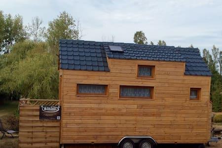 Tiny house dans son jardin au bord de l'eau - Coësmes - Casa cueva