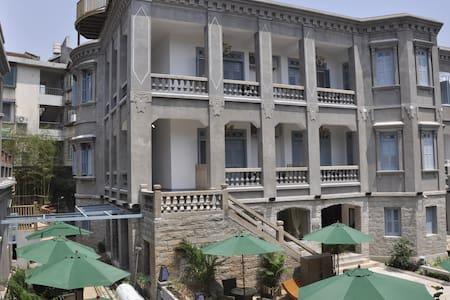 箜曲酒店阁楼房,鼓浪屿花园音乐旅馆,含早餐,离海边步行5分钟 - Xiamen - Bed & Breakfast