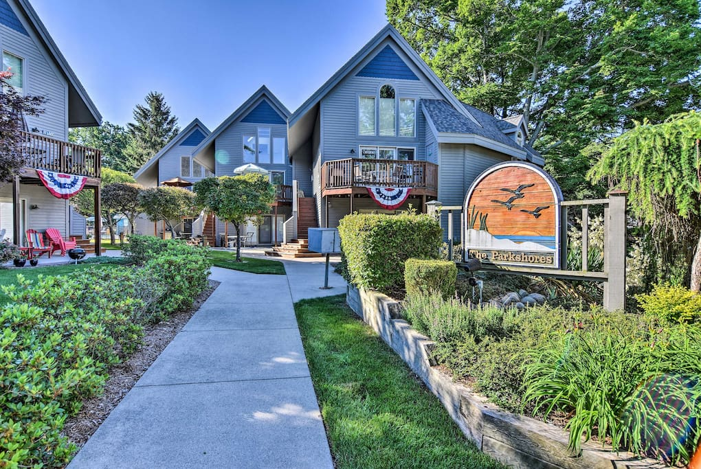 Situated 500 feet from the lake, this unit boasts accommodations for up to 6.