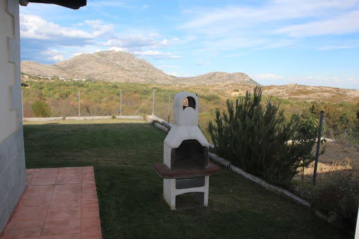 Chalet tranquilo y con vistas - Bustarviejo - Dom