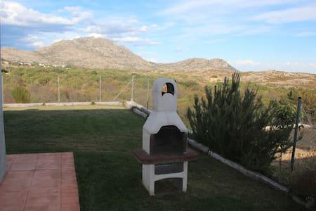 Chalet tranquilo y con vistas - Bustarviejo
