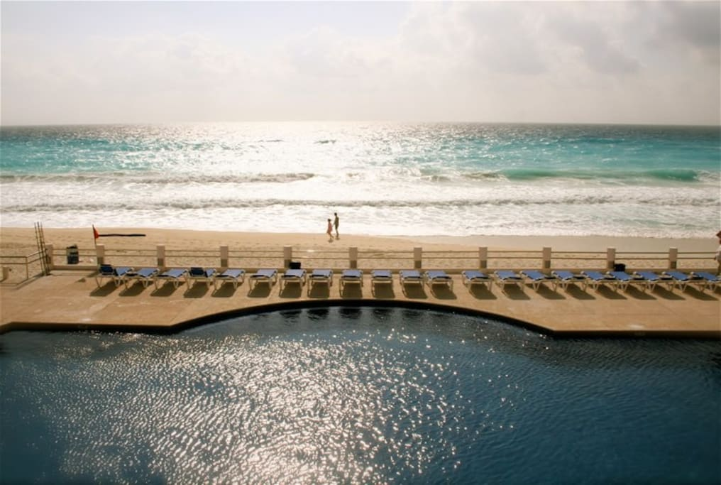 cancun big and beautiful singles Cancun and the riviera maya is famous for its wild nightlife especially during top 10 bars for singles in cancun and the lots of beautiful people.