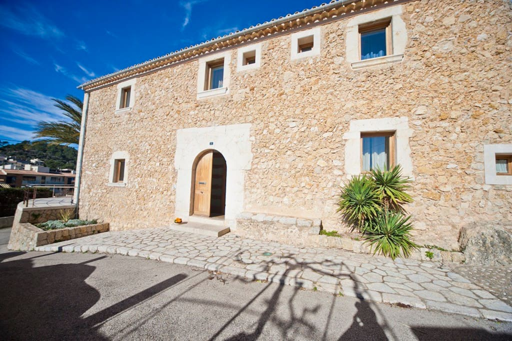 Entrance villa