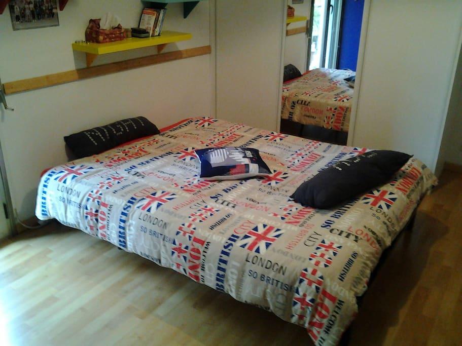 Grande chambre lit double