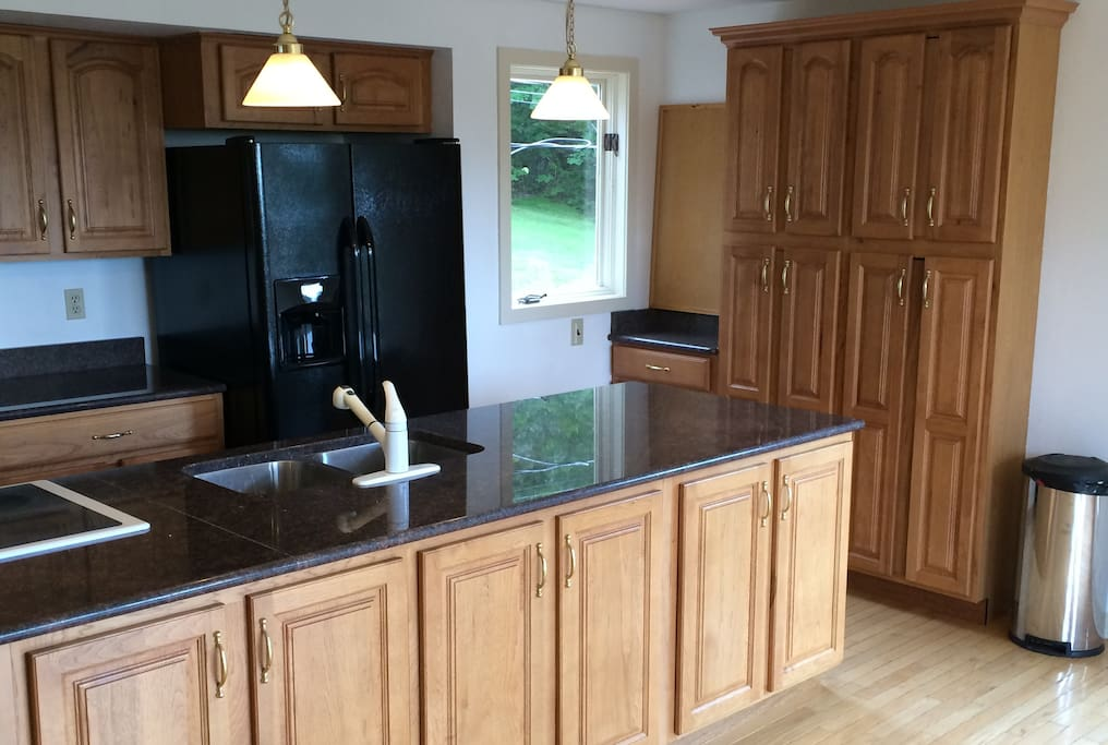 hickory cabinets granite counters triple jenn aire