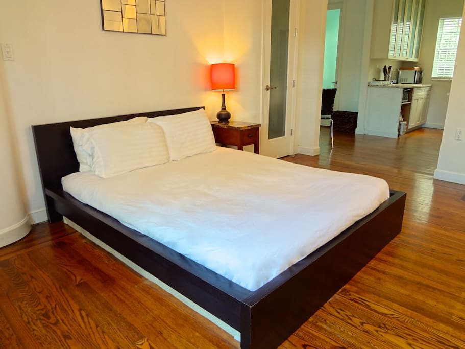 Queen bed with high quality linens